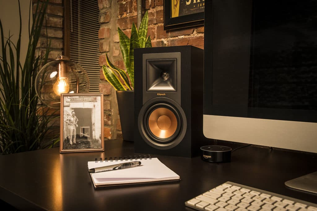 Klipsch R-15PM altavoces conectados a un Amazon Echo